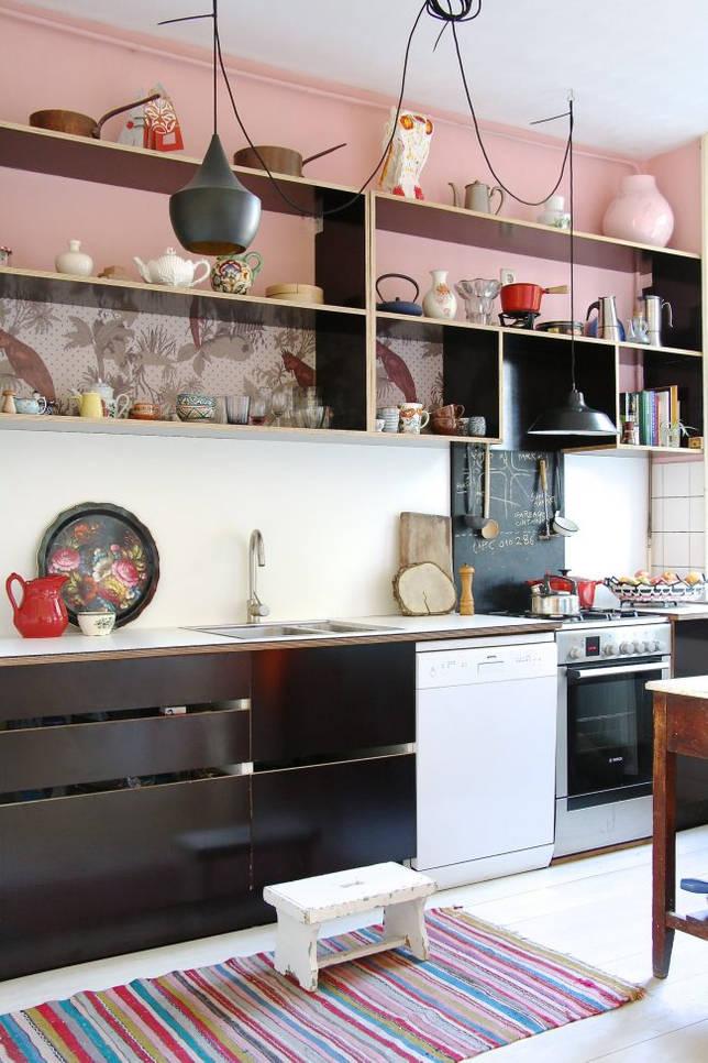 Разноцветные кухонные аксессуары помогут разбавить ваш интерьер