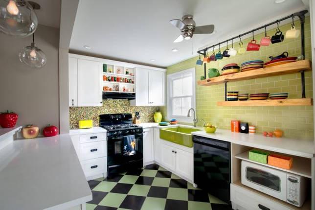 Цветная посуда станет отличным декором для вашей кухни