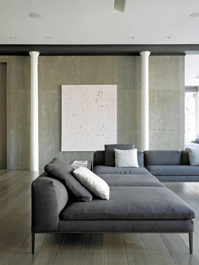 Классические колонны в модерновом интерьере