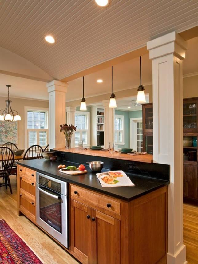 Колонны как оформление островка на кухне