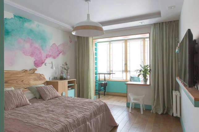 шторы в спальне объединенной с лоджией