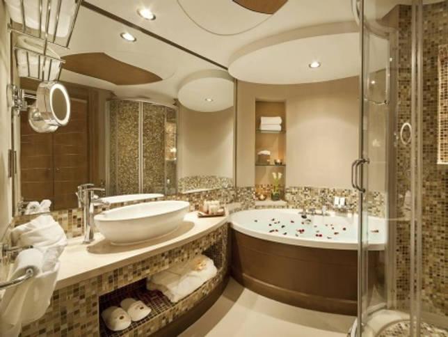 Яркое освещение ванной комнаты без санузла