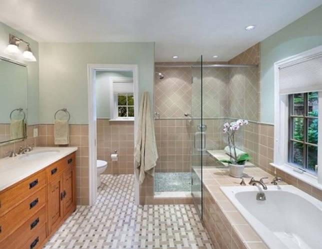 Раздельные ванная и туалет в одном стиле