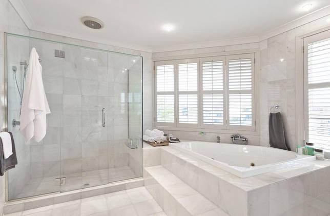 Ванная без унитаза в доме