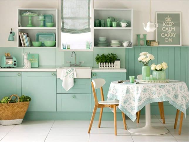 Монохромная голубая гамма в интерьере кухни