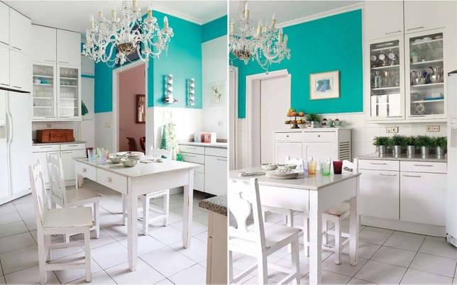 Белая кухня с голубой акцентной стеной