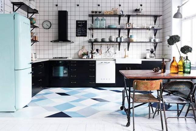 Черно-голубой интерьер кухни