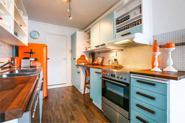 Оранжево-голубой цвет в интерьере кухни