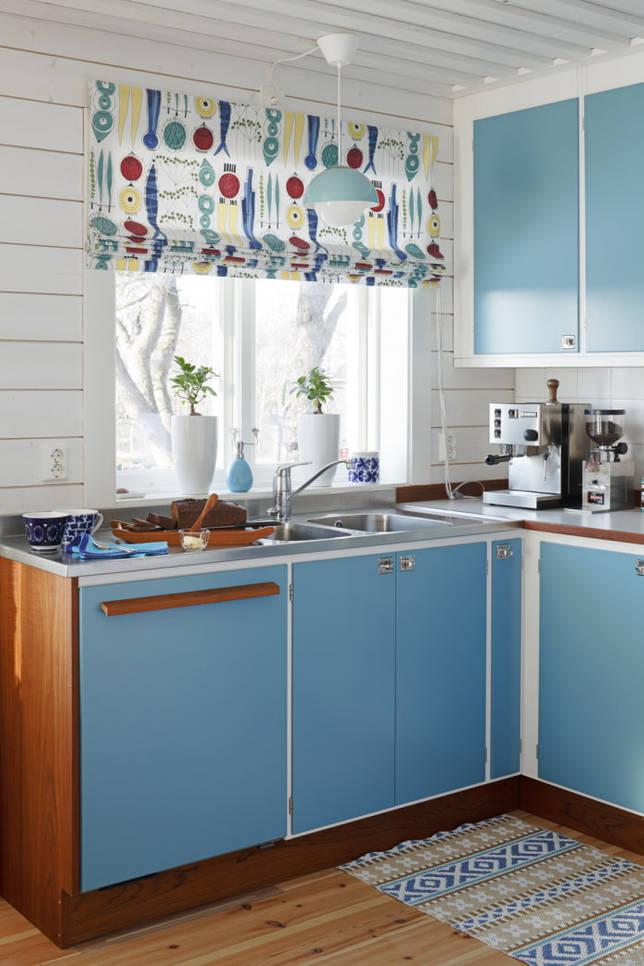 яркие шторы для кухни