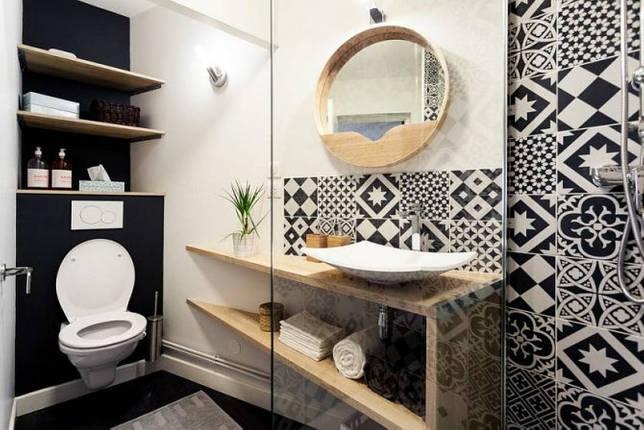 Черно-белый пэчворк в туалете