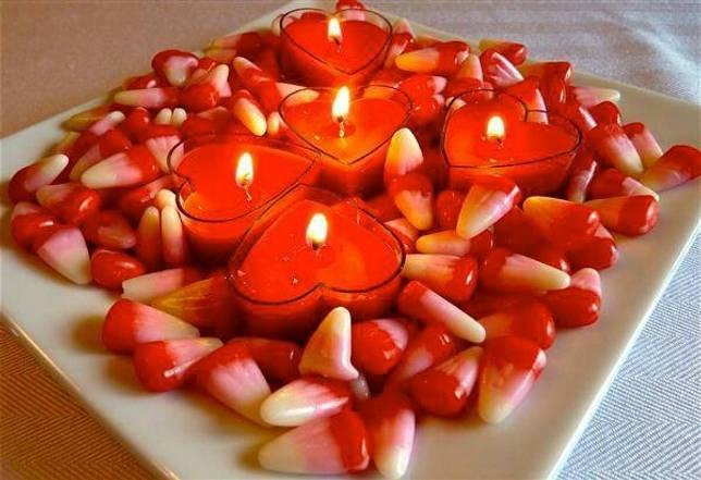 Свечи в виде сердец для декора дома на 14 февраля