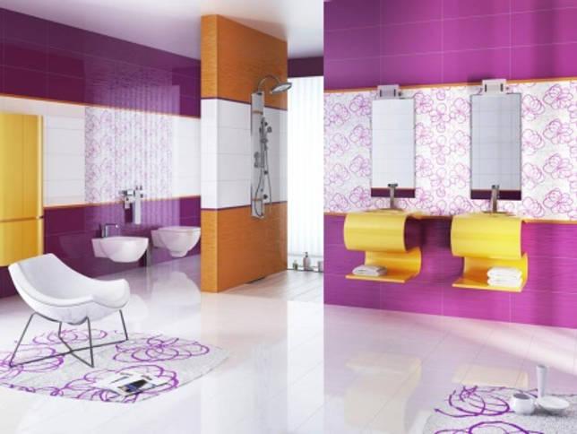 Эффектная оранжево-сиреневая ванная