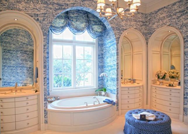 Синий цвет отлично пойдет для классической и викторианской ванной комнате