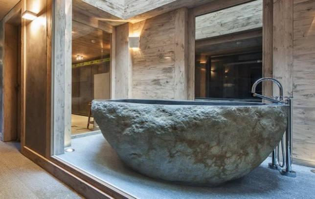 Каменная ванна в деревянном доме